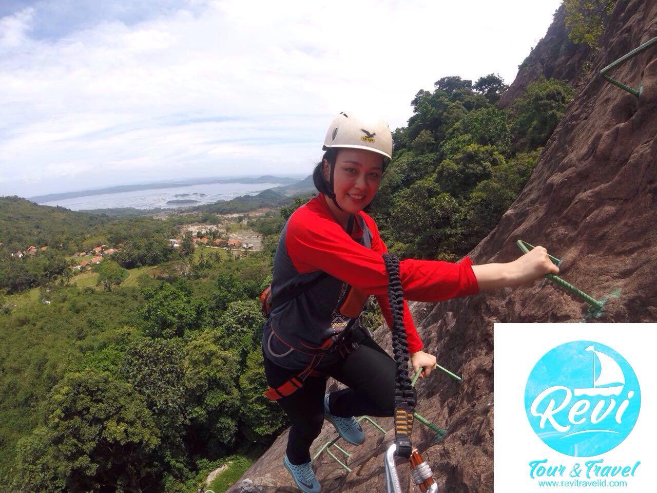 OPEN TRIP Gunung Parang Purwakarta 1 Hari Sky Cave 750 Mdpl
