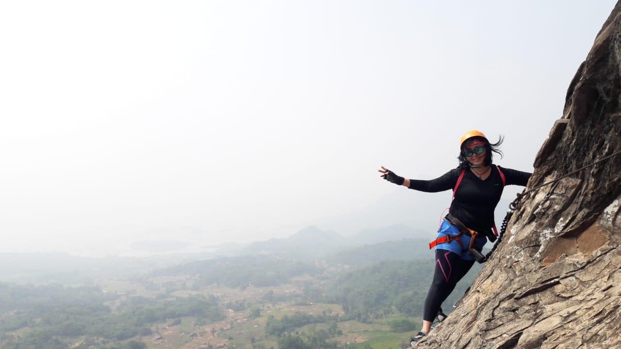 OPEN TRIP Gunung Parang Purwakarta 1 Hari Sky Cave 900 Mdpl